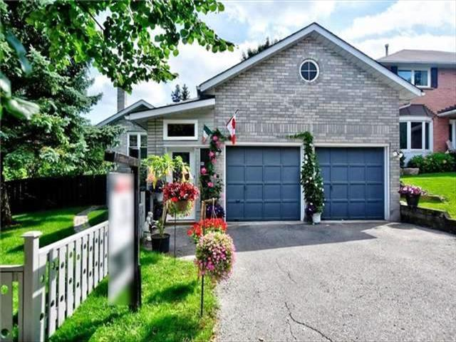 1 Valley Cres